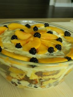 Tort cu mascarpone si capsuni - Lucky Cake Lucky Cake, Mousse, Deserts, Pudding, Unt, Italia, Mascarpone, Custard Pudding, Postres