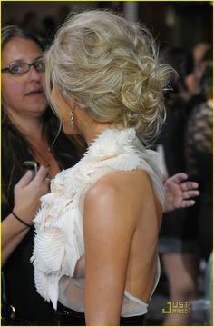 "Julianne Hough in ""The Twilight Saga: New Moon"" Los Angeles Premiere - Arrivals : Perfect for a dress with a dramatic back! Special Occasion Hairstyles, Formal Hairstyles, Messy Hairstyles, Pretty Hairstyles, Wedding Hairstyles, Updo Hairstyle, Wedding Updo, Quinceanera Hairstyles, Wedding Hair And Makeup"