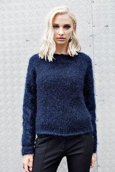 Mohairtröja Nice - sticka en skön tröja i mohair med flätor på ärmarna