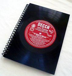 cuaderno A5 hecho mediante un disco de vinilo