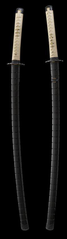 Katana koshirae with Omori Hideuji fittings « Samurai Sword Shop Info Center Samurai Weapons, Katana Swords, Japanese Blades, Japanese Sword, Kendo, Swords And Daggers, Knives And Swords, Arte Ninja, Martial Arts Weapons