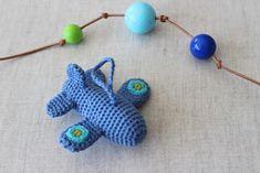 Crochet Toys For Boys filihunkat: Lille hæklet fly DIY Crochet Hook Set, Love Crochet, Crochet Gifts, Crochet Dolls, Crochet Baby, Crochet Pouch, Crotchet Patterns, Crochet Stitches Patterns, Easy Crochet Projects