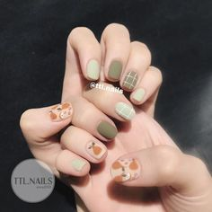 This color of the nail art is very small and fresh, the literary and artistic style is full, small face small series to recommend a few green nails for everyone, I believe you will like it! Acrylic Nail Designs Classy, Nail Art Designs, Champagne Nails, Multicolored Nails, Korean Nail Art, Latest Nail Art, Healthy Nails, Nail Swag, Types Of Nails