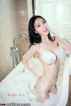 Yu Da Xiao Jie - Revealing And Nude Pics