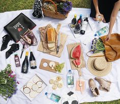 We love to get our picnic on in Melbourne! Picnics can be one of the cheapest and most popular ways of enjoying food and wine with family and friends. Melbourne Girl, Melbourne Travel, Travel Expert, Travel Guide, Australian Bloggers, Stuff To Do, Things To Do, Picnics, Australia Travel