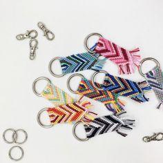 Homemade Bracelets, Diy Bracelets Easy, Summer Bracelets, Bracelet Crafts, Cute Bracelets, Braided Friendship Bracelets, Diy Friendship Bracelets Patterns, Thread Bracelets, Embroidery Bracelets