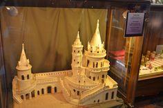 Sus pe dealul Buda, în imediata apropiere a Cetății, a Bastionului Pescarilor și a Bisericii Matyas se găsește celebra cofetărie Szabo Marzipan. La parterul hotelului Hilton, ea oferă vizitatorilor…