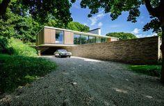 NG Architects Moderne L-vormige woning met mooie overstek en ...