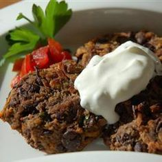 Spicy Black Bean Cakes - Black beans and sweet potatoes are spiced up with jalapenos, cumin, and garlic, then broiled in the oven for a cake that's less fat but just as flavorful as the fried kind. Bean Recipes, Cake Recipes, Black Bean Cakes, Raw Sweet Potato, Dry Bread Crumbs, Potato Cakes, Black Beans, Spice Things Up, Cooking Recipes