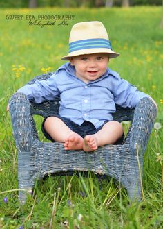Outfit 1 year old boy birthday photo shoot ideas, country, field. Sweet Pea Photography, Norwalk, OH One Year Pictures, First Year Photos, Boy Pictures, Creative Pictures, Toddler Photos, Baby Boy Photos, 1st Birthday Photoshoot, Boy Birthday, Birthday Ideas