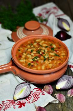 Beans stew with pork Vegetable Recipes, Vegetarian Recipes, Cooking Recipes, Healthy Recipes, Romanian Food, Romanian Recipes, Bean Recipes, Meals For The Week, Soul Food