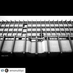 #Torino raccontata da emonulitipi La Mole riflessa su Palazzo Nuovo, sede delle facoltà umanistiche, con qualche problemino di amianto. #inTO #etp1047 #torino #mole #palazzonuovo #unito #reflection #urban