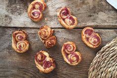 Palmeritas de hojaldre con mermelada de frambuesa | Concucharaytenedor | Blog cocina