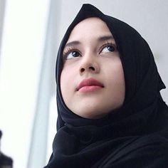 New Quotes Cute Girly Eyes Ideas Beautiful Hijab Girl, Beautiful Muslim Women, Beautiful Ladies, Casual Hijab Outfit, Hijab Chic, Hijab Niqab, Arab Girls, Muslim Girls, Tamil Girls