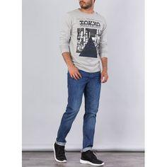 Camisetas de hombre de corte urbano y casual . Aquí encontrarás muchos modelos interesantes de moda masculina . Ven a visitarnos a nuestra tienda física o a nuestra tienda virtual lo que mejor te vaya , te esperamos