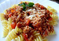 Máte chuť na těstoviny s rajčatovou omáčkou a mletým hovězím nebo vepřovým masem? Připravte si chutný oběd podle tohoto receptu. Gnocchi, Bologna, Meatloaf, Pesto, Risotto, Macaroni And Cheese, Beef, Ethnic Recipes, Ramen