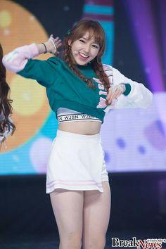 wsjn Cheng Cute Asian Girls, Beautiful Asian Girls, Beautiful Legs, Kpop Girl Groups, Kpop Girls, Stage Outfits, Girl Outfits, Cute School Uniforms, Umbrella Girl