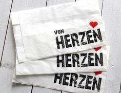 """3 Geschenktüten """"VON HERZEN""""  Die Tüten eignen sich toll als Mitbringsel, als kleines Dankeschön für liebe Menschen oder als Geschenkverpackung z..."""