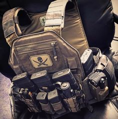 lbx_tactical: Armatus II in via ・・・ Loving the Armatus The plates go perfectly with this. Plate Carrier Setup, Armas Airsoft, Special Forces Gear, Battle Belt, Tactical Armor, Police Gear, Airsoft Gear, Tac Gear, Combat Gear