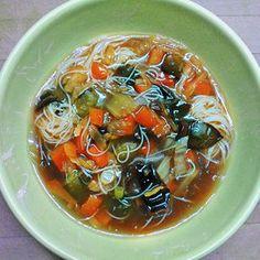 Édes-savanyú-csípős leves (tej- tojás- és gluténmentes vegán recept) - Receptek | Ízes Élet - Gasztronómia a mindennapokra Tej, Japchae, Food And Drink, Soup, Vegetarian, Vegan, Ethnic Recipes, Chinese Recipes, Soups