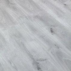 http://acrontarimas.es/producto/tarima-finfloor-original-ac-5-roble-titanio/  Tarima laminada FinFloor Original Roble Titanio tiene un espesor de 8mm. Esta tarima posee la tecnología Hydroproyect,  tiene selladas todas las juntas con parafina para proteger la entrada de humedad. Es antiestática y tiene una gran resistencia al desgaste. Ref: Roble Titanio