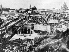 1910 São Paulo o viaduto Santa Efigênia, o segundo viaduto da cidade, foi inaugurado em 26 de julho de 1913 para ligar o centro novo ao centro velho.