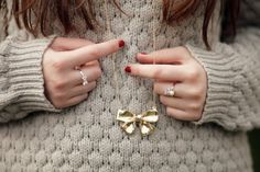 Sweater and bow necklace Cute Jewelry, Jewelry Accessories, Fashion Accessories, Jewelry Ideas, Jewelry Box, Cute Necklace, Young Fashion, Favim, Lolita Fashion