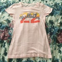 NEW LISTING  Hollister Graphic Tee I've used it a handful of times and no longer reach for it, it needs a new, loving home  ⛔️ NO TRADES, NO PAYPAL, NO MERCARI, NO HOLDS ⛔️ smoke free, pet free home  let me know if you have other questions  PLEASE MAKE OFFERS THROUGH THE OFFER BUTTON. Hollister Tops