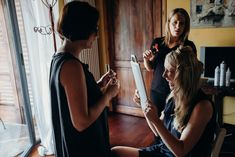 Getting ready for a Wedding in Italy. Photo by Anna and Andreas Wedding Photography #bride #gettingready #fun