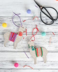 Show a little love for the llama! From party decorations to Valentine cards, this collection of llama crafts and DIY ideas has it all! Llama Christmas, Christmas Crafts, Christmas Ornaments, Upcycled Crafts, Sewing Crafts, Crafts For Kids, Arts And Crafts, Paper Crafts, Alpaca Illustration