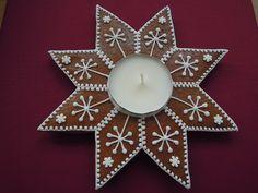 perníkový svícen Christmas Gingerbread, Christmas Cookies, Christmas Ornaments, Advent Wreath, Christmas Decorations, Holiday Decor, Fun Cookies, Cookie Decorating, Wreaths