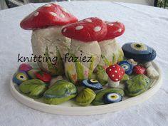 knitting-faziez: TAŞ BOYAMALARIM Painted Pumpkins, Painted Rocks, Hand Painted, Stone Painting, Diy Painting, Cement Art, Rock And Pebbles, Driftwood Crafts, Seashell Art