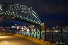 Le pont Harbour Bridge de Sydney   Sydney's Harbour Bridge: http://tazintosh.com #FocusedOn #Photo #Ville #City #Canon EF 24-105mm f/4L IS USM #Canon EOS 5D Mark II #Ciel #Sky #Eau #Water #Longue exposition #Long exposure #Lumière #Light #Nuage #Cloud #Nuit #Night #Pont #Bridge