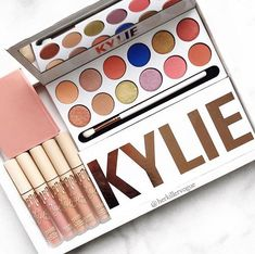 kylie cosmetics ⇢ eyeshadow palette ⇢ the royal peach palette ⇢ send me more nudes lip set ⇢ barely legal blush Makeup Brands, Best Makeup Products, Kylie Cosmetica, Skin Makeup, Beauty Makeup, Maquillaje Kylie Jenner, Makeup Pallets, Kylie Jenner Makeup, Makeup Goals