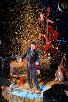 """..fall out of the window with confetti in my hair..."" Tom Waits, Praha 2008."