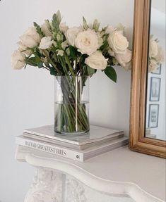 Cream Aesthetic, Classy Aesthetic, Flower Aesthetic, Decoration Plante, Aesthetic Room Decor, Aesthetic Art, Aesthetic Pictures, Aesthetic Wallpapers, Flower Arrangements