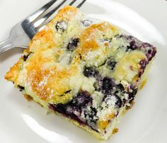 Everyone goes crazy in general for butter cake- its perfectly rich and moist with sensational flavor throughout- now this just has a nice boatload of blueberries added to make it even BETTER. Sweet Recipes, Cake Recipes, Dessert Recipes, Fruit Recipes, Brunch Recipes, Bread Recipes, Yummy Recipes, Blueberry Cake, Blueberry Desserts