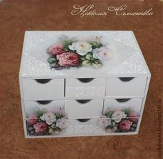 CLUB DE LAS AMIGAS DE LAS MANUALIDADES (pág. 617) | Aprender manualidades es facilisimo.com Decoupage Drawers, Decoupage Furniture, Decoupage Box, Decoupage Vintage, Diy Projects To Try, Craft Projects, Diy And Crafts, Paper Crafts, Shabby Chic Crafts