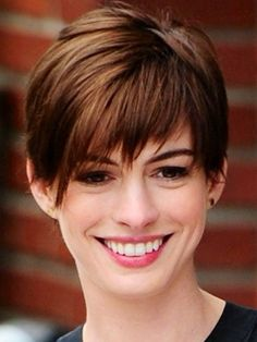 Your Smile Oval Face Hairstyles, Fringe Hairstyles, Pixie Hairstyles, Short Hairstyles For Women, Haircuts, Oval Face Pixie Cut, Anne Hathaway Short Hair, Short Hair Cuts, Short Hair Styles