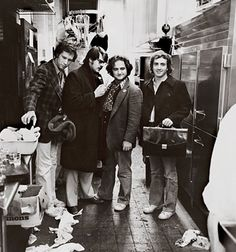 Chevy Chase, Dan Aykroyd, and John Belushi. ~ some of the best comedians from Saturday Night Live. Saturday Night Live, Funny People, Good People, Funny Guys, Funny Men, New Girl, Francisco Javier Rodriguez, The Blues Brothers, Chevy Chase