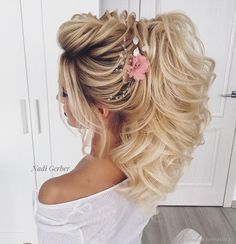 Pin by BrelynMiranda on Hair Curly Wedding Hair, Wedding Hair And Makeup, Prom Hair, Bridal Hair, Hair Makeup, Boho Hairstyles, Elegant Hairstyles, Party Hairstyles, Wedding Hairstyles