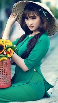 Women Facts Source by kopmanliverpool Ao Dai, Women Facts, Vietnam Girl, Vietnamese Dress, Beautiful Asian Women, Japanese Girl, Traditional Dresses, Asian Woman, Asian Beauty
