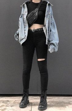 edgy outfits Check out these 25 dark grunge looks ideas. featuring Dr Martens boots, fishnet leggings, black shorts, denim jackets & much more! Grunge Look, Mode Grunge, Grunge Style, 90s Grunge, Grunge Girl, Edgy Style, Black Style, Mode Outfits, Casual Outfits