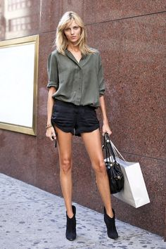 Le Fashion Blog Model Off Duty Anja Rubik Summer Street Style Black Shorts photo Le-Fashion-Blog-Model-Off-Duty-Anja-Rubik-Summer-Street-Style-Black-Shorts.jpeg