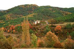 Ermita de la Virgen del Camino, en Burgui, Valle de Roncal (#Navarra): las mejores vistas del otoño. --> http://www.turismo.navarra.es/esp/organice-viaje/recurso/Localidades/2010/Burgui.htm
