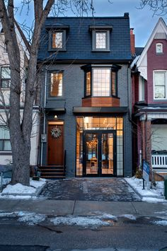18 Ideas For House Remodel Before And After Exterior Real Estates Style At Home, Townhouse Exterior, Townhouse Designs, Modern Townhouse, Brownstone Interiors, Brownstone Homes, New York Townhouse, Brooklyn Brownstone, Living Haus