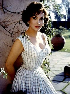 Gina Lollobrigida 1950s -60s fashion w/ cleavage - Italian actress