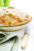British foods site: Traditional Apple Pie Recipe Like this recipe as you cook the filling first so you know it's nice and thick. Uk Recipes, Apple Pie Recipes, Apple Desserts, Irish Recipes, Delicious Desserts, Dessert Recipes, Cooking Recipes, Yummy Food, English Recipes
