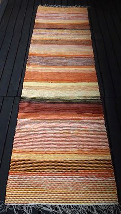 Liljan Lumo: Oranssi räsymatto Rag Rugs, Tear, Scandinavian Style, Pattern Design, Weaving, Crochet, Inspiration, Crochet Carpet, Farmhouse Rugs