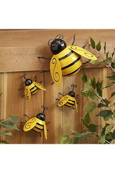 Metal Garden Ornaments, Wall Ornaments, Bumble Bee Decorations, Garden Decorations, Wall Decorations, Outdoor Decorations, Honey Bee Garden, Metal Vintage, Garden Bugs